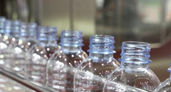 water-bottle-in-conveyor-picture-id925669056 (1) liquid nitrogen dosing